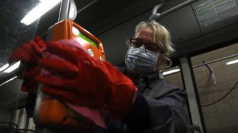 A büntetés-végrehajtás cége az alapanyaghiány miatt emelte sokszorosára a szájmaszkok árát