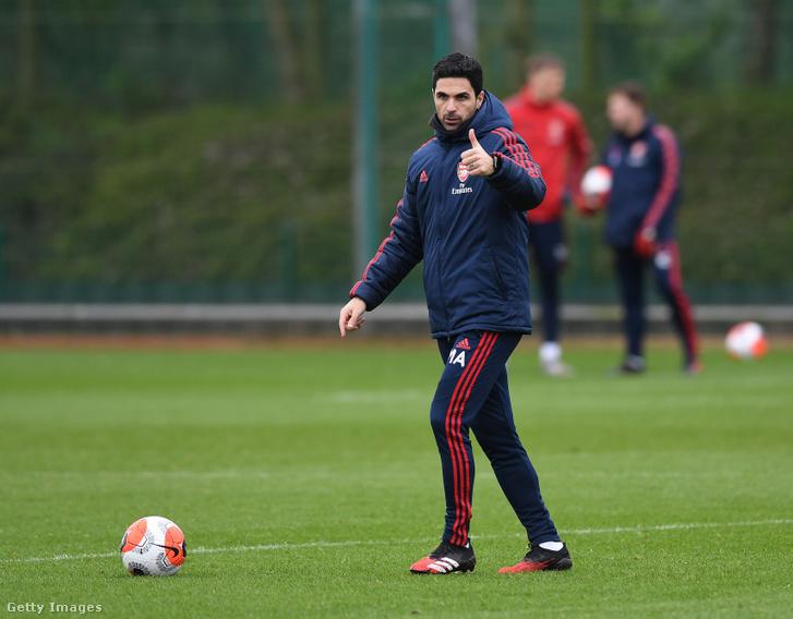 Mikel Arteta az Arsenal edzésén