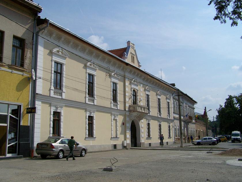 A volt Arany Szarvas Fogadó épülete.