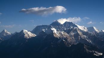 Teljesen lezárták a Mount Everestet