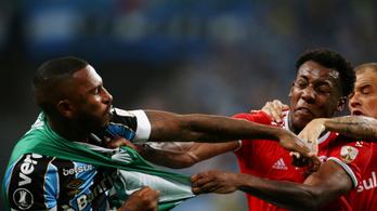 Tömegverekedés után nyolc piros lap villant két rivális brazil csapat meccsén