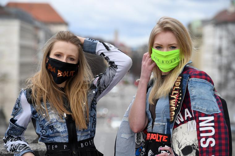 A város kihalt, de annyi baj legyen, legalább semmi nem tereli el a figyelmet a lányokról.