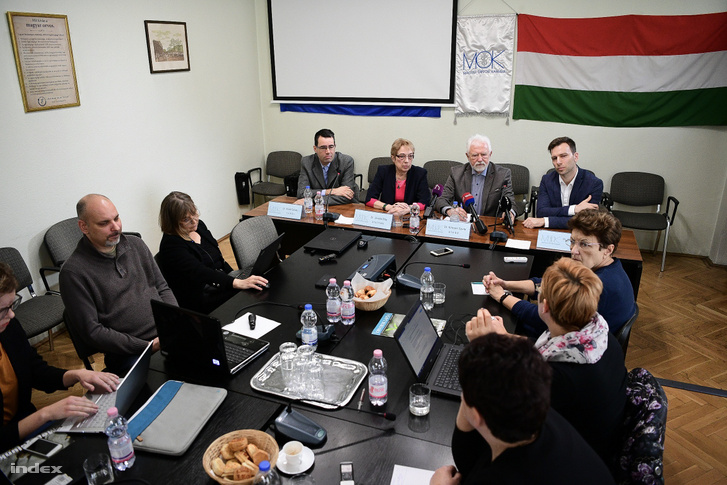 Leaders of the Hungarian Medical Chamber at a press conference on Wednesday