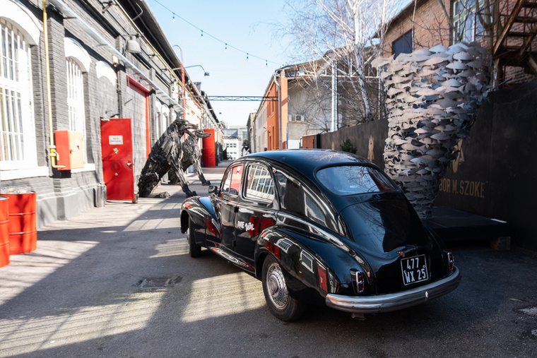 A 203-as tudtommal a művészé, akiről sok érdekesség kideríthető, például hogy Nyizsnij Novgorod díszpolgára