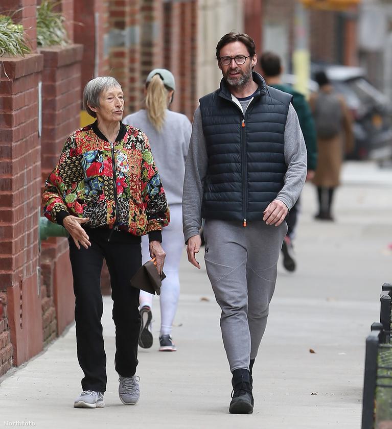 Ezen és a következő hét képen Hugh Jackman ausztrál színész látható az édesanyjával