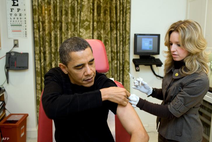 Barack Obama megkapja a H1N1 elleni védőoltást 2009-ben