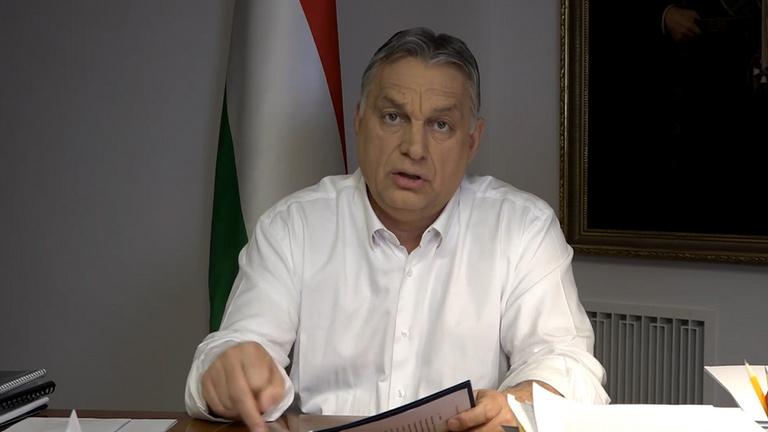 Orbán: Hétfőtől bezárják az iskolákat