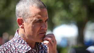 Robbie Williams haja megőszült, de sármja megmaradt