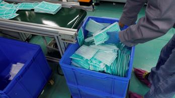 Emmi: Több ezer doboz maszkot kaptak a háziorvosok