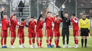 Heten maradtak a pályán: tömeges rosszullét az U16-os Győr-DVSC-n
