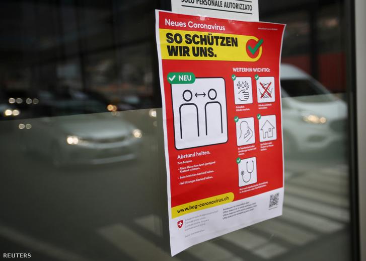 Járványügyi tájékoztató plakát a svájci-olasz határon