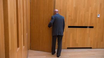 Kormányrendelet: visszamehetnek dolgozni a nyugdíjas orvosok