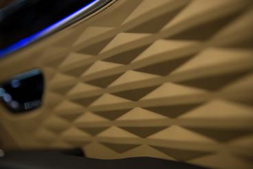 Könnyű belebambulni az ajtókárpit 3D mintájába