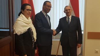 Pintér Sándort koronavírusra tesztelik, miután lekezelt a megbetegedett marokkói miniszterrel