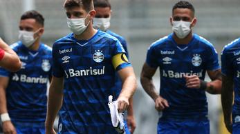 Azért tiltakoznak a brazil focisták, hogy állítsák le a bajnokságot