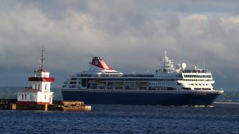 Kuba beengedi a koronavírusos szállodahajót