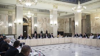 Orbán vezette az operatív törzs ülését, aztán virológusokkal egyeztetett