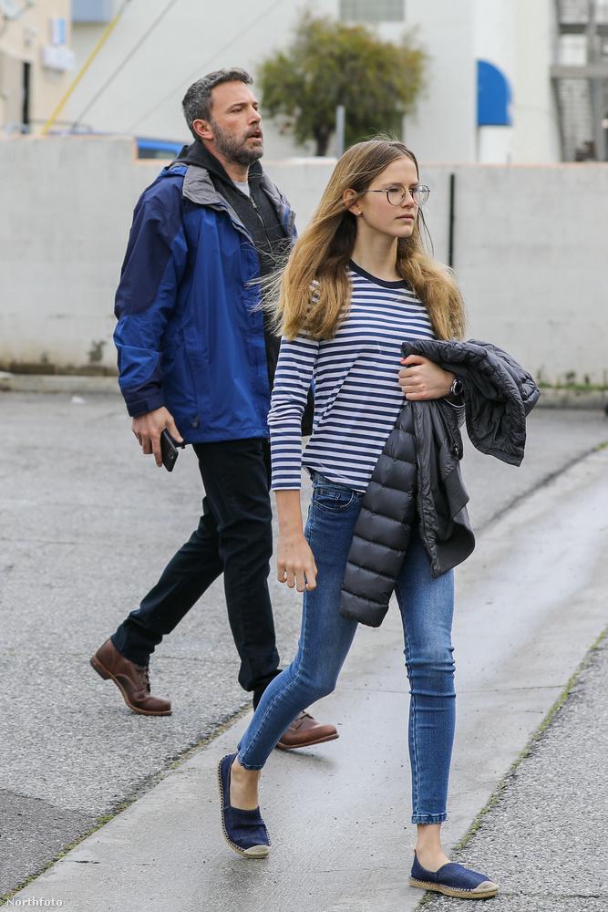 A kipakolás után irány a gyerekek! A színésznek két lánya és egy fia van: A 14 éves Violet, a 11 éves Seraphina, a legkisebb pedig a 8 éves Samuel