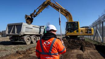 Megkezdték a 150 férőhelyes mobil kórház építését Kiskunhalason