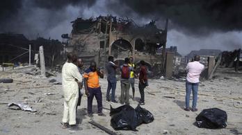 Hatalmas pusztítást végzett a felrobbant nigériai olajvezeték
