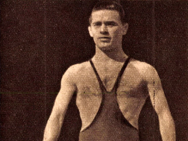 Hódos lmre, az 1952-s helsinki olimpián légsúlyban nyert bajnokságot. Forrás: Képes Sport 1956. / 21. szám / Arcanum adatbázis