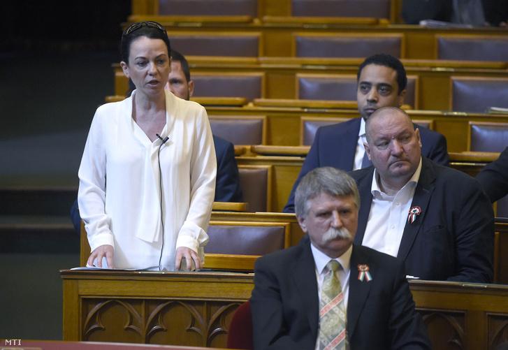 Szabó Tímea, a Párbeszéd képviselője felszólal az Országgyűlés plenáris ülésén 2020. március 16-án