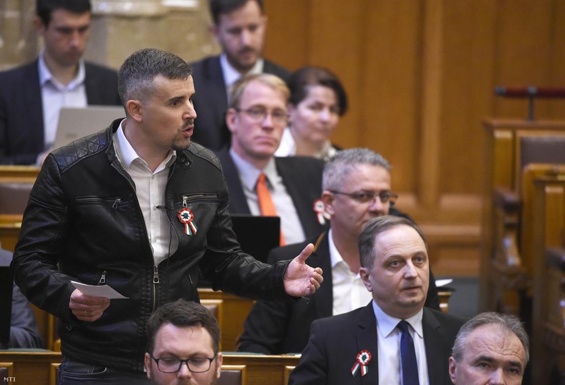 Jakab Péter, a Jobbik parlamenti frakcióvezetője felszólal a mai plenáris ülésen