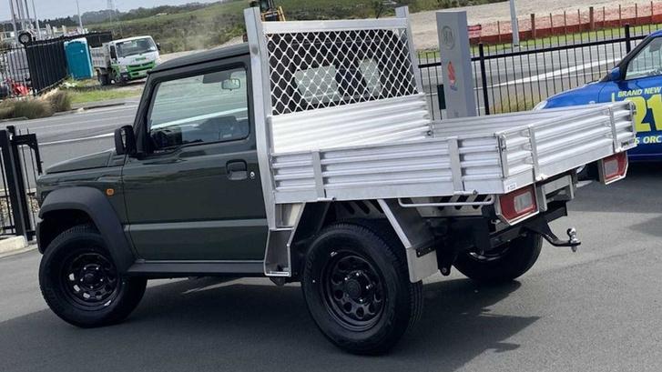 suzuki-dealer-selling-adorable-jimny-trucks (2)