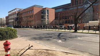 Elővizsgálati pontot hoztak létre a Honvédkórháznál, délelőtt hosszú sor állt az utcán