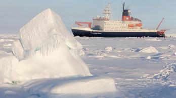 A koronavírus még az Északi-sarkon jégbe fagyott hajót sem hagyja érintetlenül