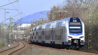 Két nap után le is áll a MÁV emeletes vonata a koronavírus miatt