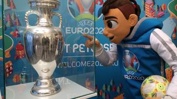 Oroszország akár egyedül is megrendezné a futball-Eb-t