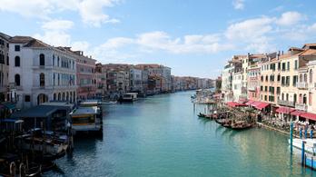 A velencei csatornák vize sokkal tisztábbnak tűnik turisták nélkül