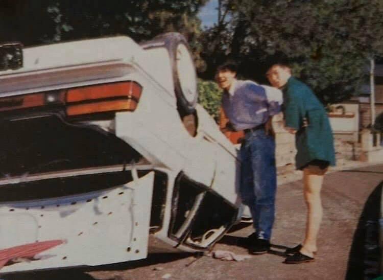 """Újabb """"örölünk a lekottázott autónak"""" kép, ezúttal talán egy Prelude mellett"""