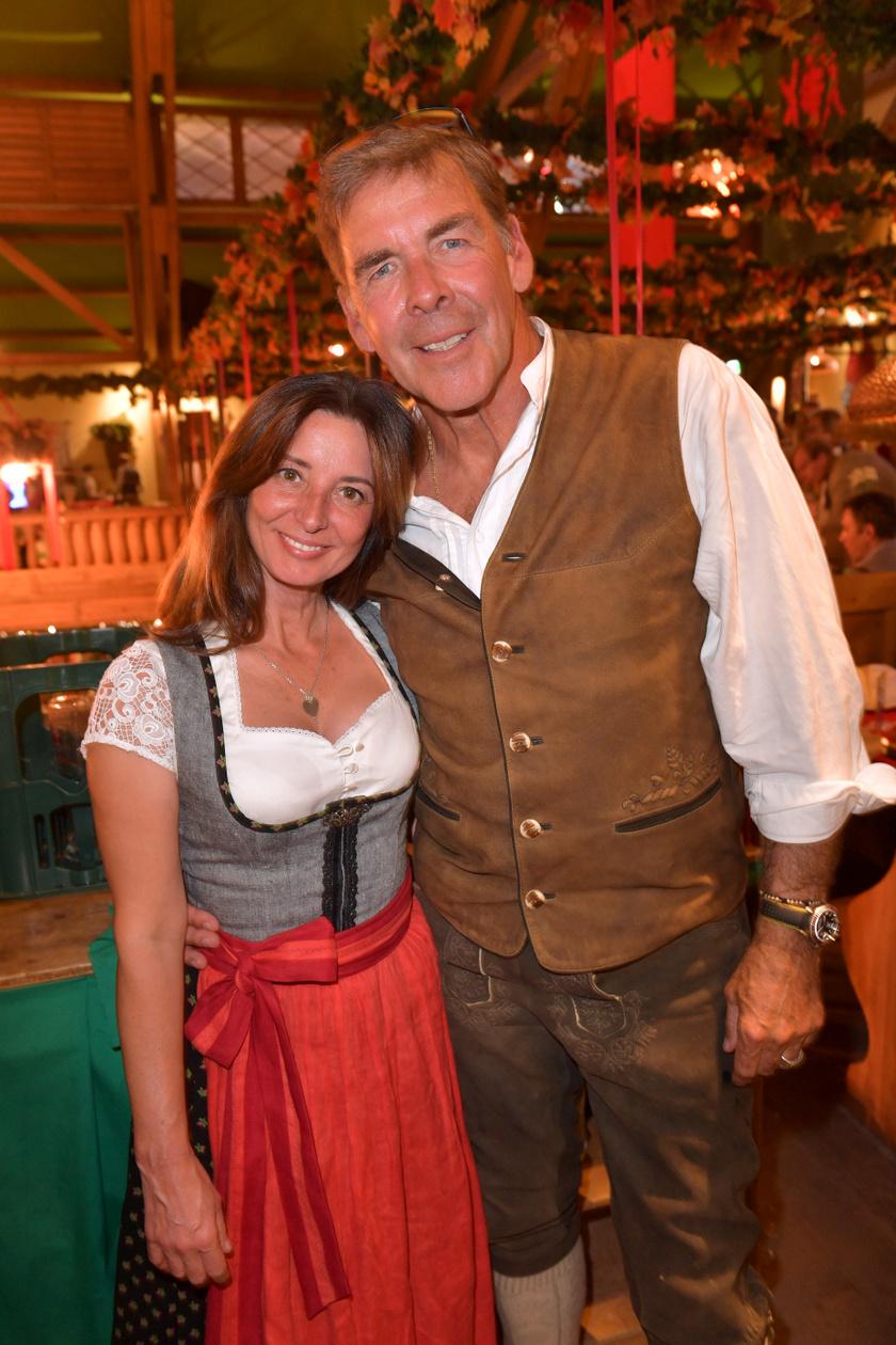 Sascha Hehn 65 esztendősen is sármos férfi. Itt kedvesével, Gloria Krass-szal látható.