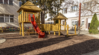 Több vidéki városban is bezárják a játszótereket