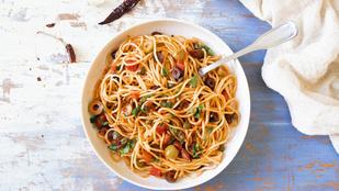 Szereted az olasz konyhát? Adj a tésztához csirkemellet, olívát és citromhéjat!