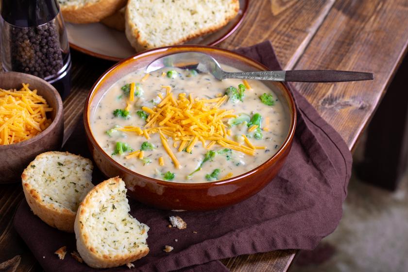 30 perces selymes brokkolileves – A sajttól lesz varázslatos