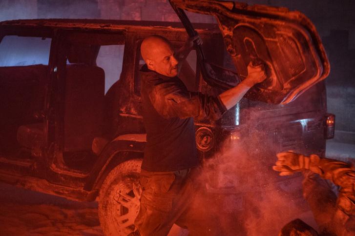 Jelenet a Bloodshot című filmből, Vin Diesellel.