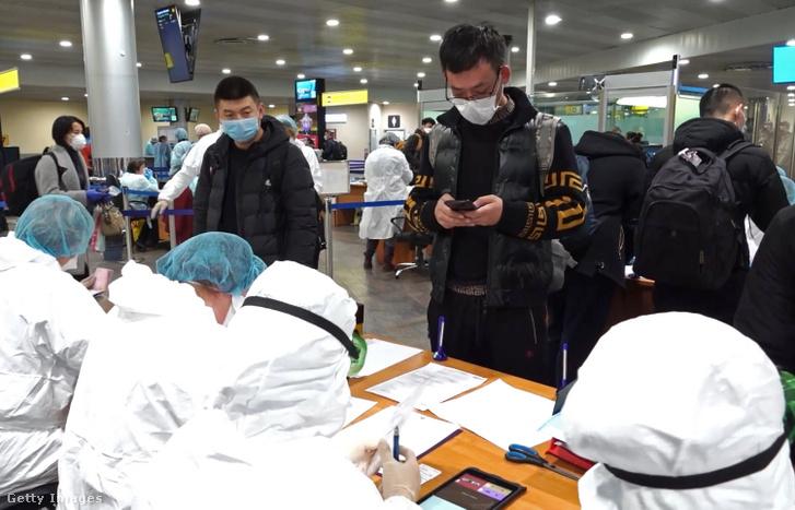 Orvosi ellenőrzőpont a moszkvai Seremetyevo repülőtéren