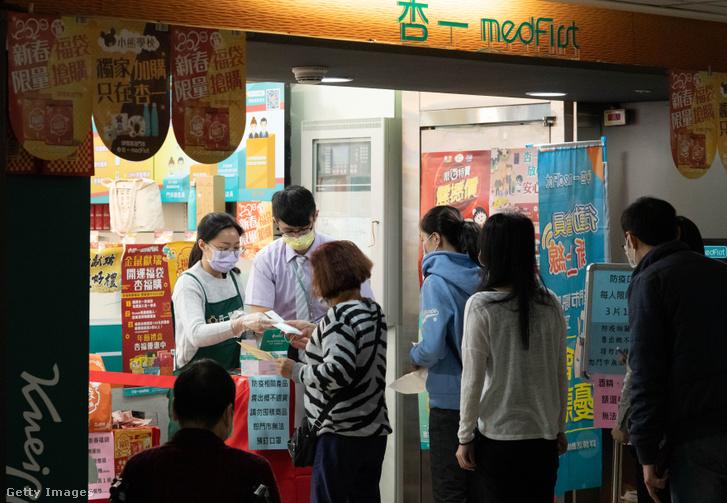 Tajvanon kormányzati korlátozásokat vezettek be a személyenként megvásárolható maszkok mennyiségét illetően