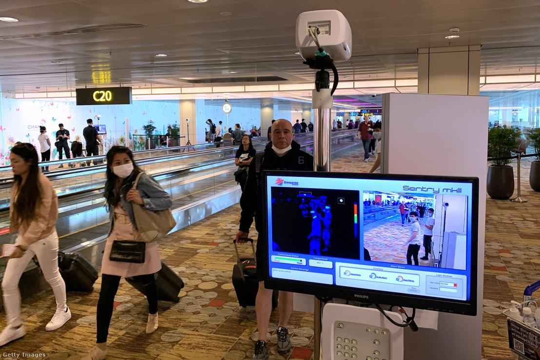 Testhőmérséklet ellenőrzés a szingapúri reptéren