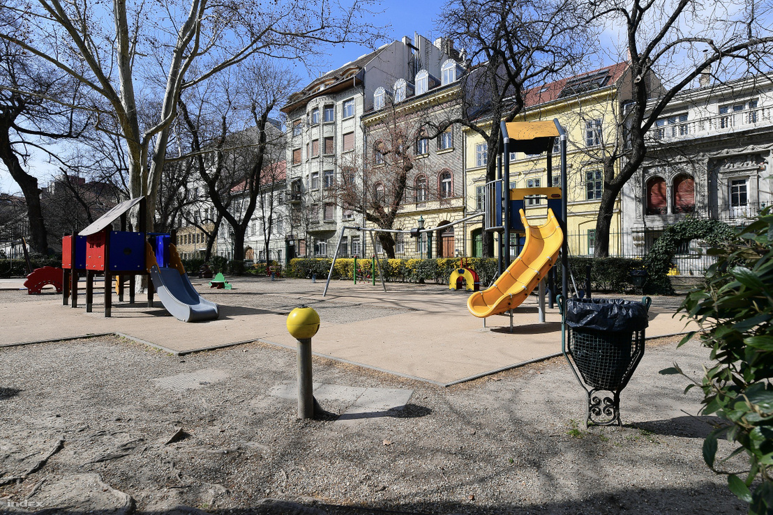 Koronavírus miatt kiürült budapesti játszótér 2020. március 17-én
