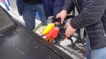 Kísérletképp 5 féle üzemanyagot tankoltak egy Ladába