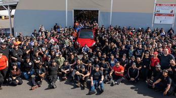 A megyei seriff záratja be a Tesla-gyárat