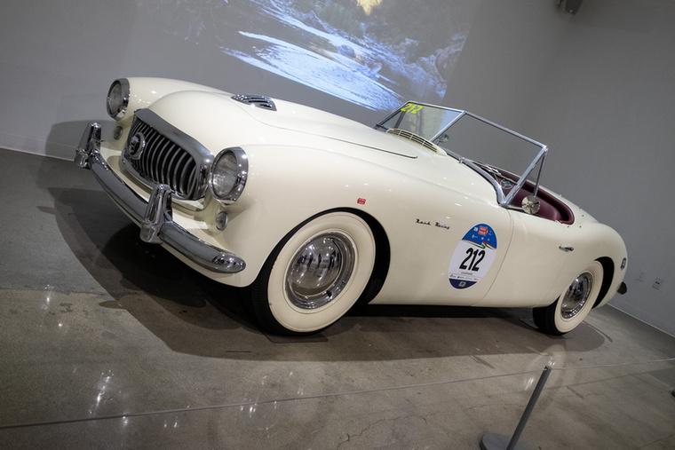 1951-es Nash-Healey sportkocsi, 125 lóerős, sorhatos motorral