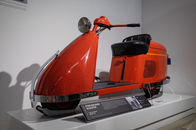 A Petersen Múzeum legfelső szintjén a motorizáció történetét mutatják be, kiemelten kezelve a kaliforniai múlthoz kapcsolódó járműveket