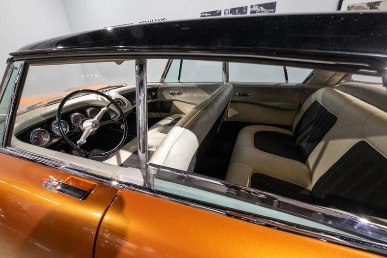 Az 528-as nevet azért kapta, mert ez volt a Ford 528