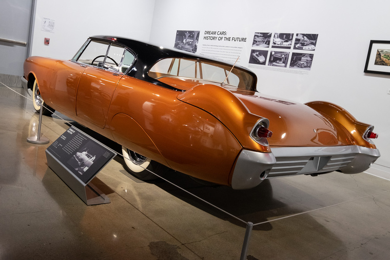 A D-528 belső tanulmány maradt, de pár évvel később eladták a Paramount Filmstúdiónak, ahol Beldone - akkor már így hívták a kocsit - több filmben szerepelt