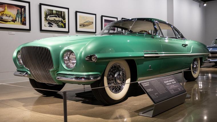Ezt a formát sokszor viszont lehetett látni az 50-es évek sportautó-fotóin, mert a torinói Ghia-stúdióban ennek a receptnek különféle megvalósulásait tették rá a Fiat 8V Supersonic-ra, a Jaguar Supersonicra,meg erre, az 1954-es Plymouth Explorerre